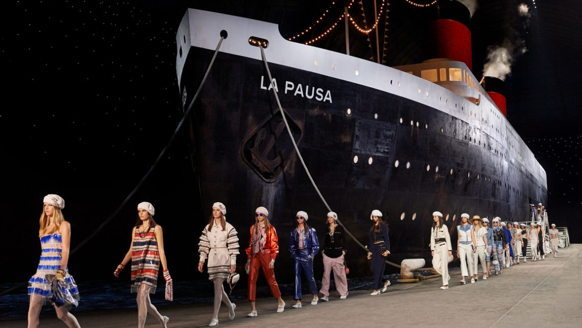Chanel disembarks with their Cruise 2019 Collection at the Grand Palais (Paris)