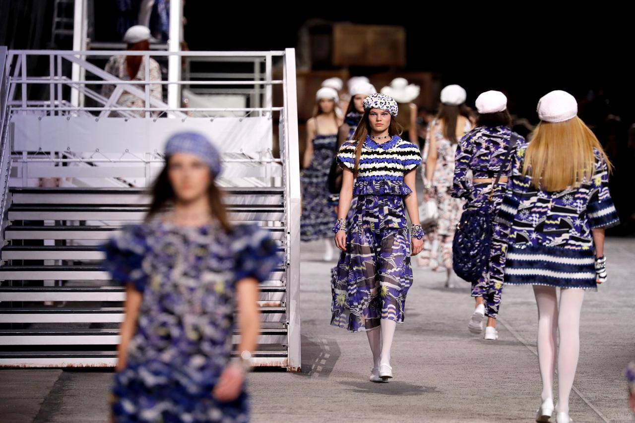 Chanel disembarks with their Cruise 2019 Collection at the Grand Palais_3